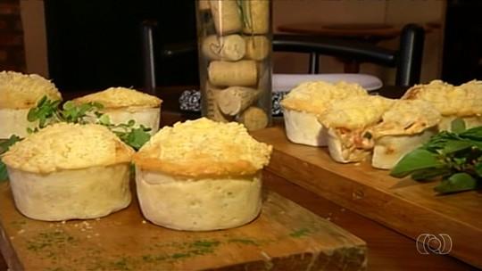 Confira como fazer empada de tapioca recheada com frango cremoso, em Catalão