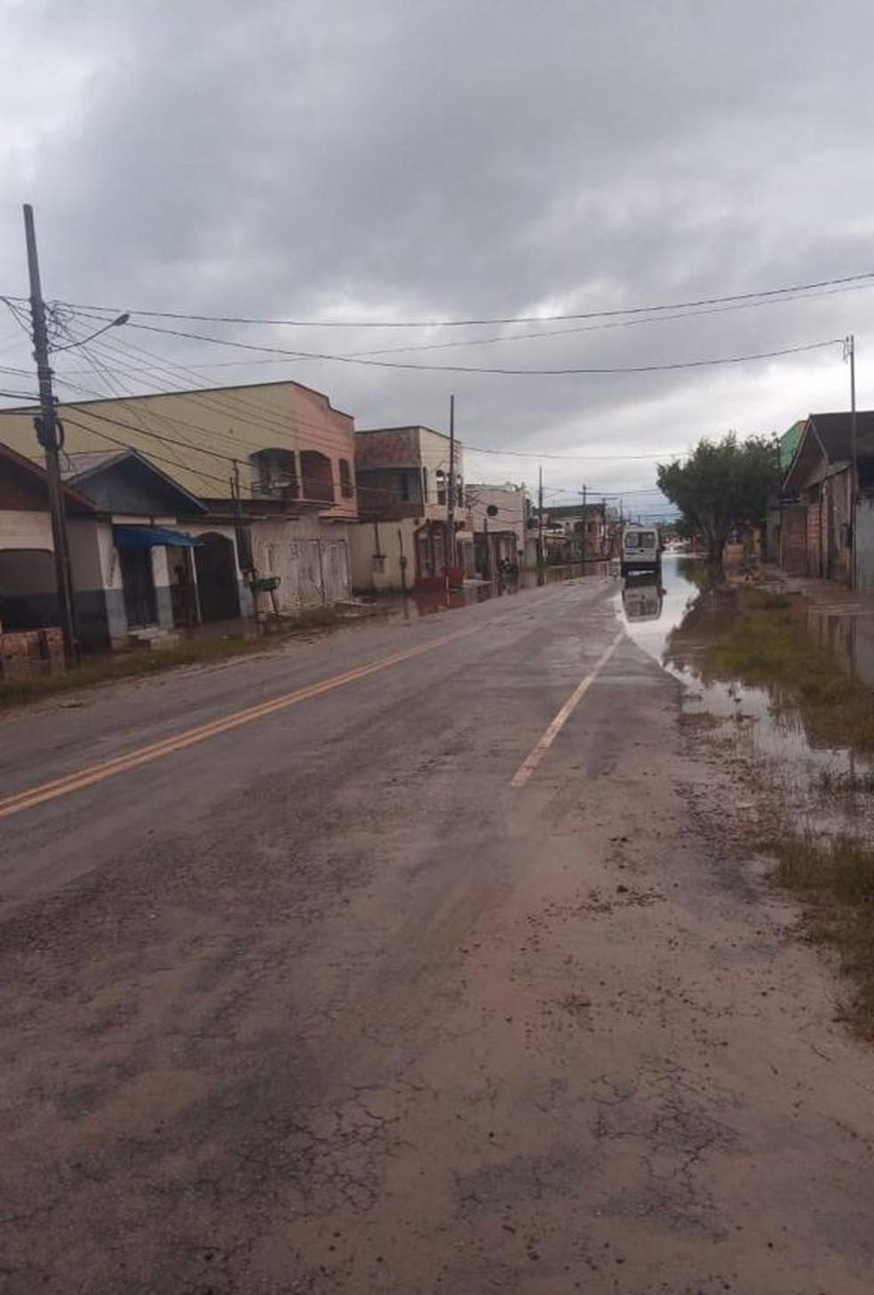 Rio Tarauacá começou a apresentar vazante neste domingo (21) — Foto: Arquivo/Corpo de Bombeiros