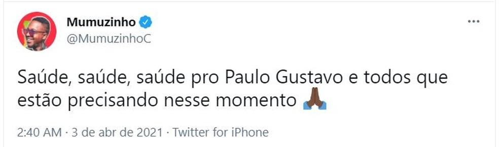 """Saúde, Saúde"", diz Mumuzinho sobre Paulo Gustavo — Foto: Twitter/Reprodução"