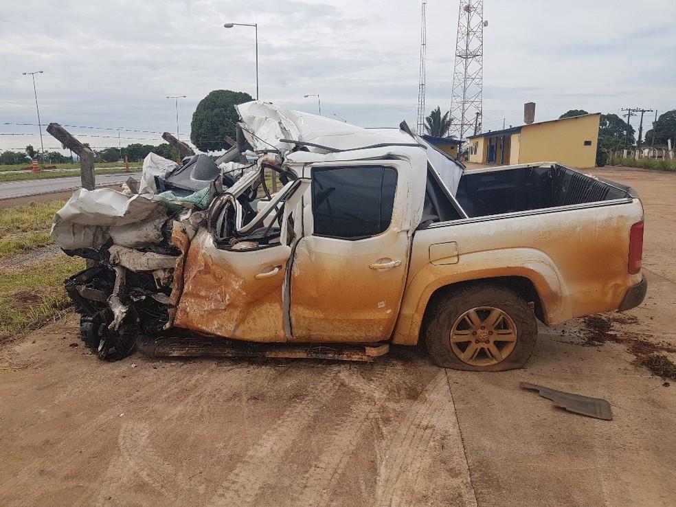 Presidente e secretário do Sintep-MT estavam em caminhonete que bateu em carreta em Diamantino - Foto: Polícia Rodoviária Federal de Mato Grosso/Assessoria