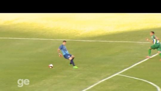 Ikoko feelings! Zagueiro recua mal, faz contra, mas anota gol da vitória em MG