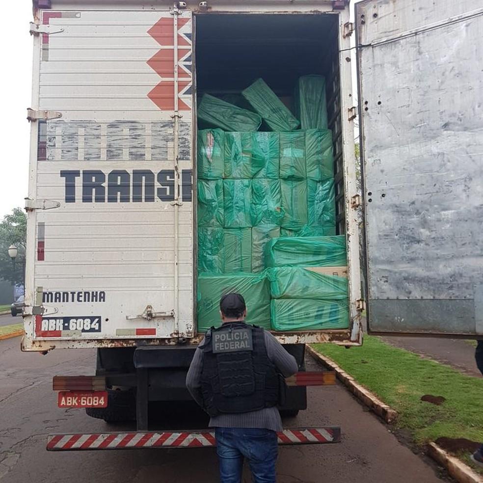 Polícia Federal apreendeu 700 caixas de cigarro contrabandeados do Paraguai, em Marechal Cândido Rondon — Foto: Divulgação/PF