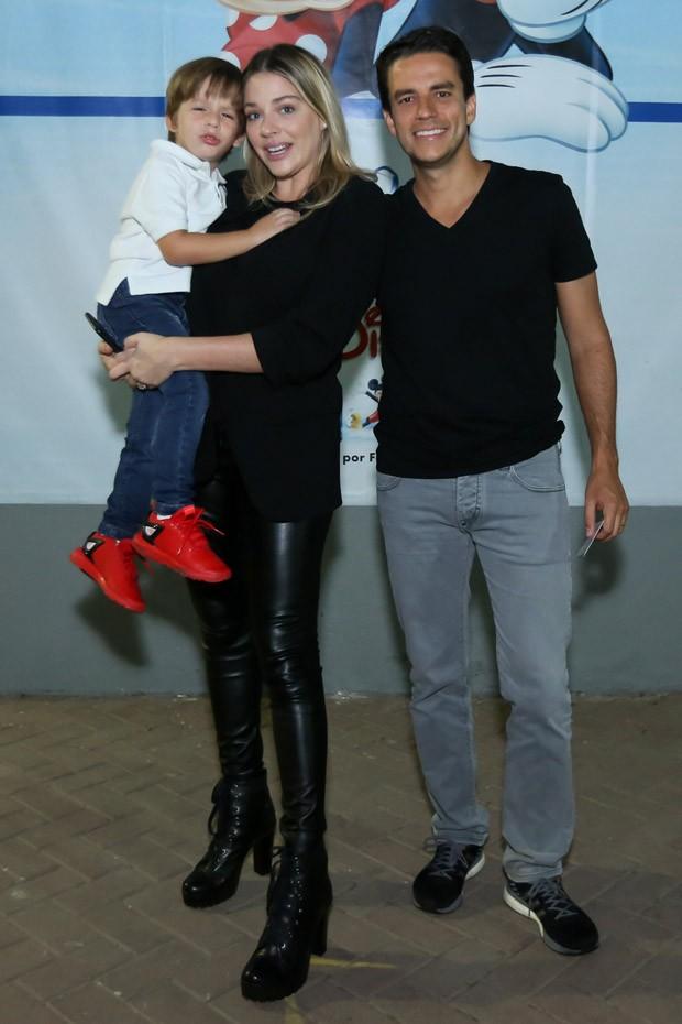 Luma Costa e Leonardo Martins com o filho, Antônio (Foto: Roberto Filho/Brazil News)
