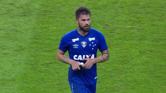 """Aplaudido por colorados, Rafael Sobis agradece e se diz """"felizão"""" no Cruzeiro"""
