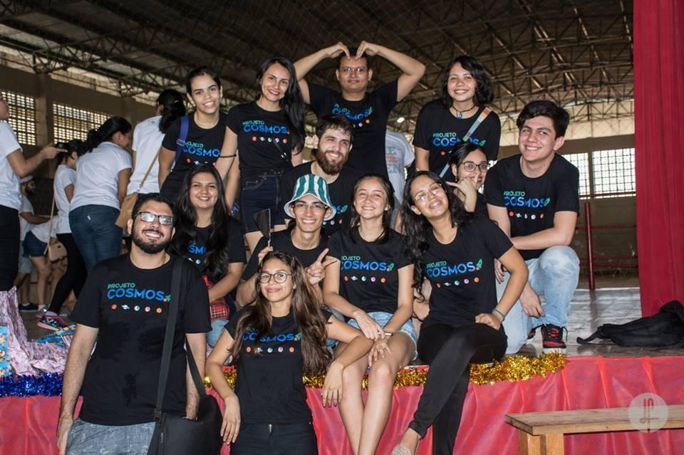 Universitários do Projeto Cosmos ensinam astronomia de graça em escolas públicas do Amazonas (Foto: Divulgação)