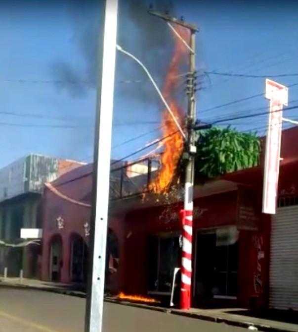 Incêndio atinge loja de cortinas e enxovais em Ibitinga