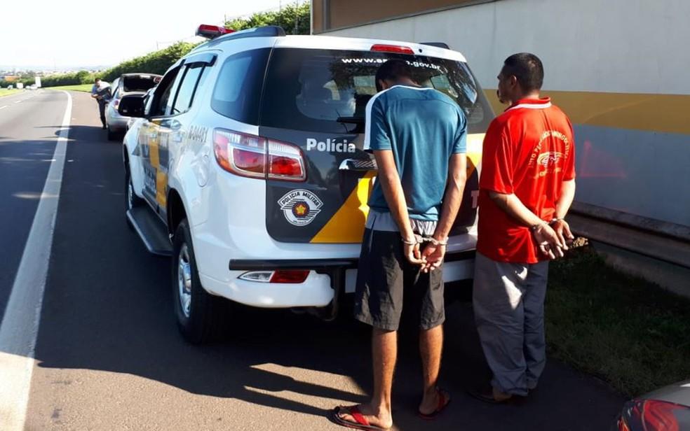 Polícia prendeu homem suspeito de ter matado a jovem alagoana e também o motorista que teria dado apoio ao crime — Foto: Quarto Batalhão de Polícia Rodoviária/Divulgação