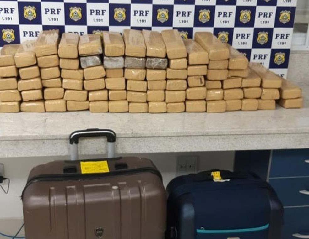 Mais de 160 Kg de maconha são achados dentro de ônibus interestadual no sudoeste da Bahia. — Foto: PRF / Divulgação