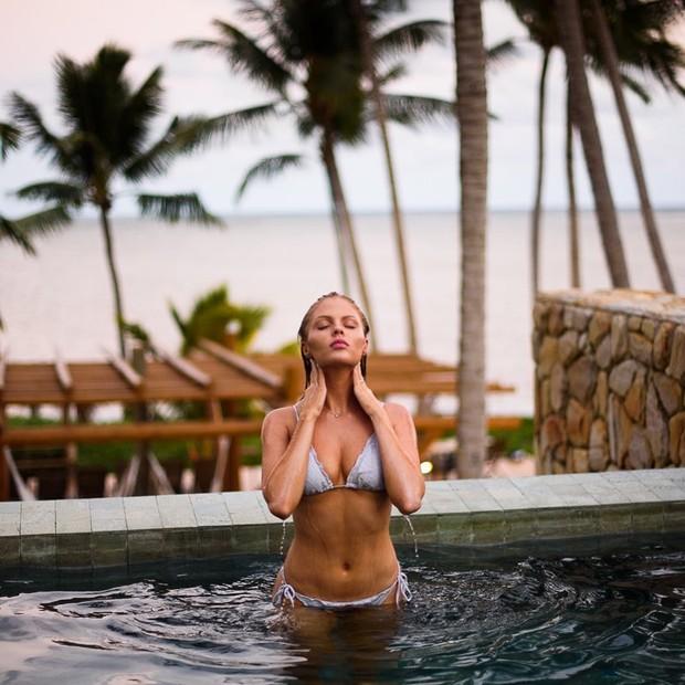 Luisa Sonza exibe corpaço na piscina durante a lua de mel (Foto: Reprodução/Instagram)