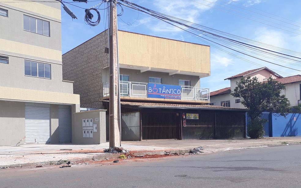 Local onde médico da reserva da PM foi morto em Goiânia, na Avenida B, quase esquina com a Rua 12, no Jardim Santo Antônio (Foto: Murillo Velasco/G1)