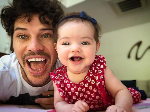 José Loreto e a filhinha, Bela (Foto: Reprodução Instagram)