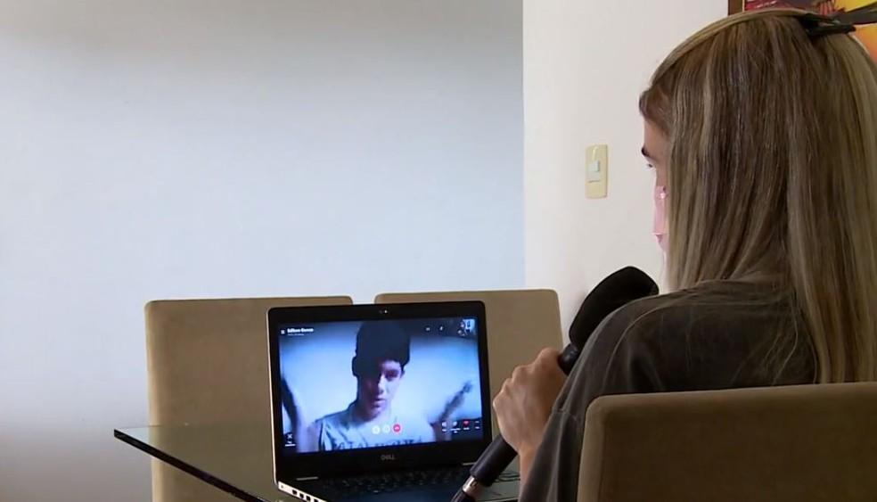Professora faz aula pela internet depois de doação para aluno, no ES  — Foto: Reprodução/ TV Gazeta