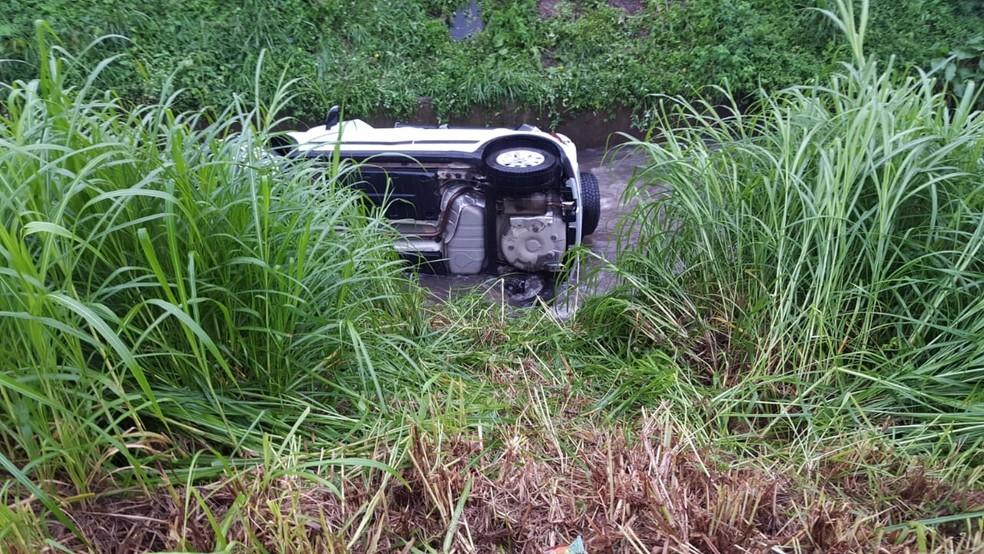 Motorista foi encaminhada com ferimentos graves ao Hospital Cajuru, em Curitiba — Foto: Colaboração/RPC