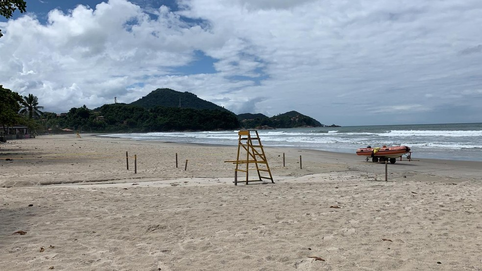 Prefeitura de Ubatuba proíbe acesso às praias em prevenção ao coronavírus — Foto: João Mota/TV Vanguarda