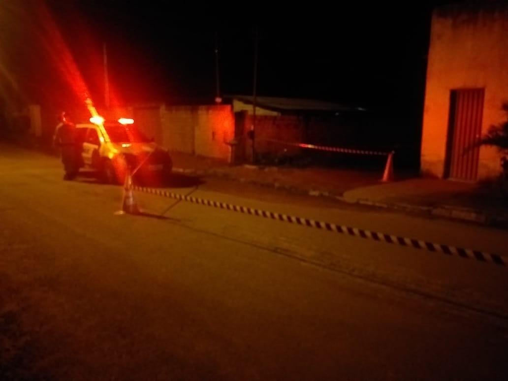 Jovem é morto com três tiros na porta de casa em bairro de Gurupi