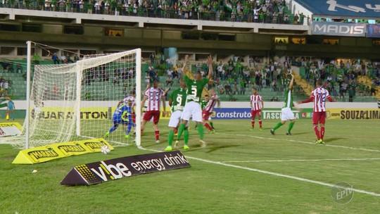 Impecável nos pênaltis, Fumagalli fica a um gol de igualar Jorge Mendonça no Guarani