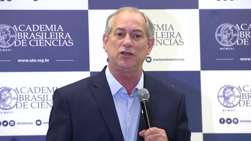 Ciro Gomes durante discurso na Academia Brasileira de Ciências, no Rio de Janeiro — Foto: Reprodução/TV Globo