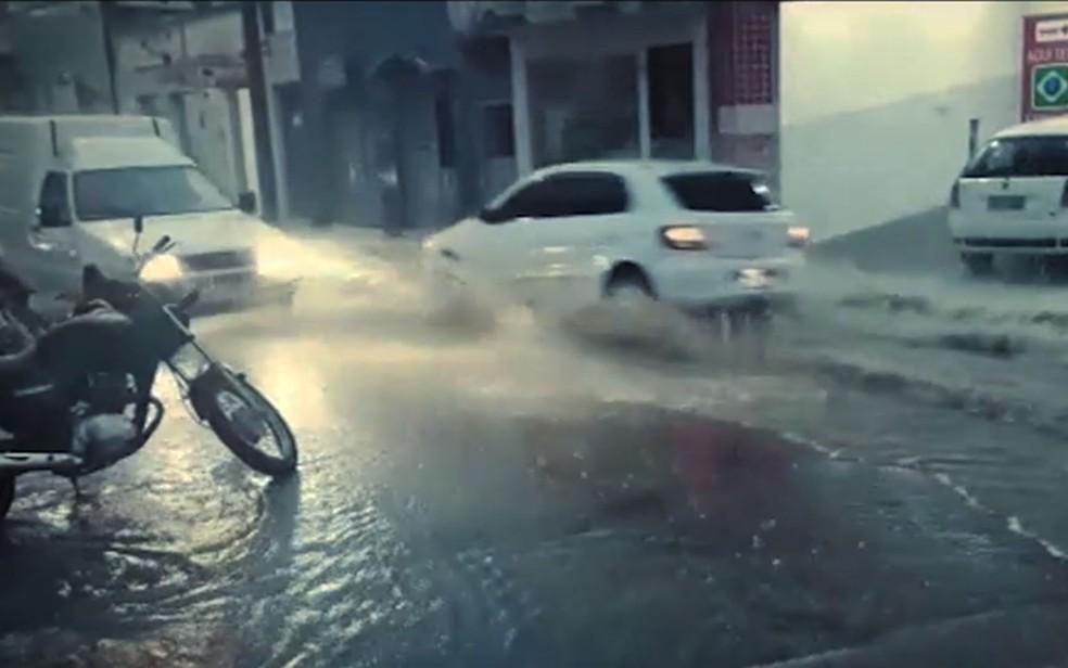 Chuva em Medeiros Neto, no extremos sul da Bahia — Foto: Sessé Guimmas/Medeiros Dia Dia