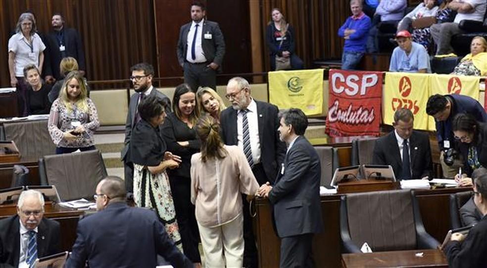 Deputados de oposição durante votação do RRF na Assembleia Legislativa do Rio Grande do sul (Foto: Guerreiro/Agência ALRS)