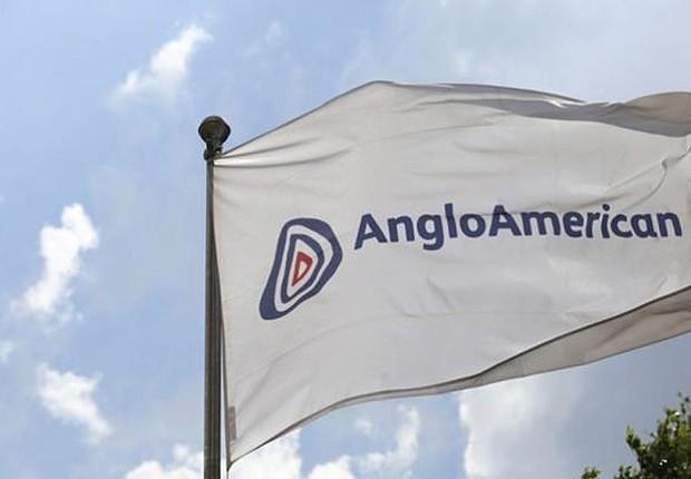 Bandeira da companhia de mineração Anglo American em Johannesburgo, na África do Sul (Foto: Chris Ratcliffe/Bloomberg via Getty Images)