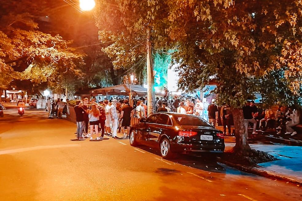 Aglomeração na rua Padre Chagas, bairro Moinhos de Vento, em Porto Alegre — Foto: Guarda Municipal/PMPA/Divulgação