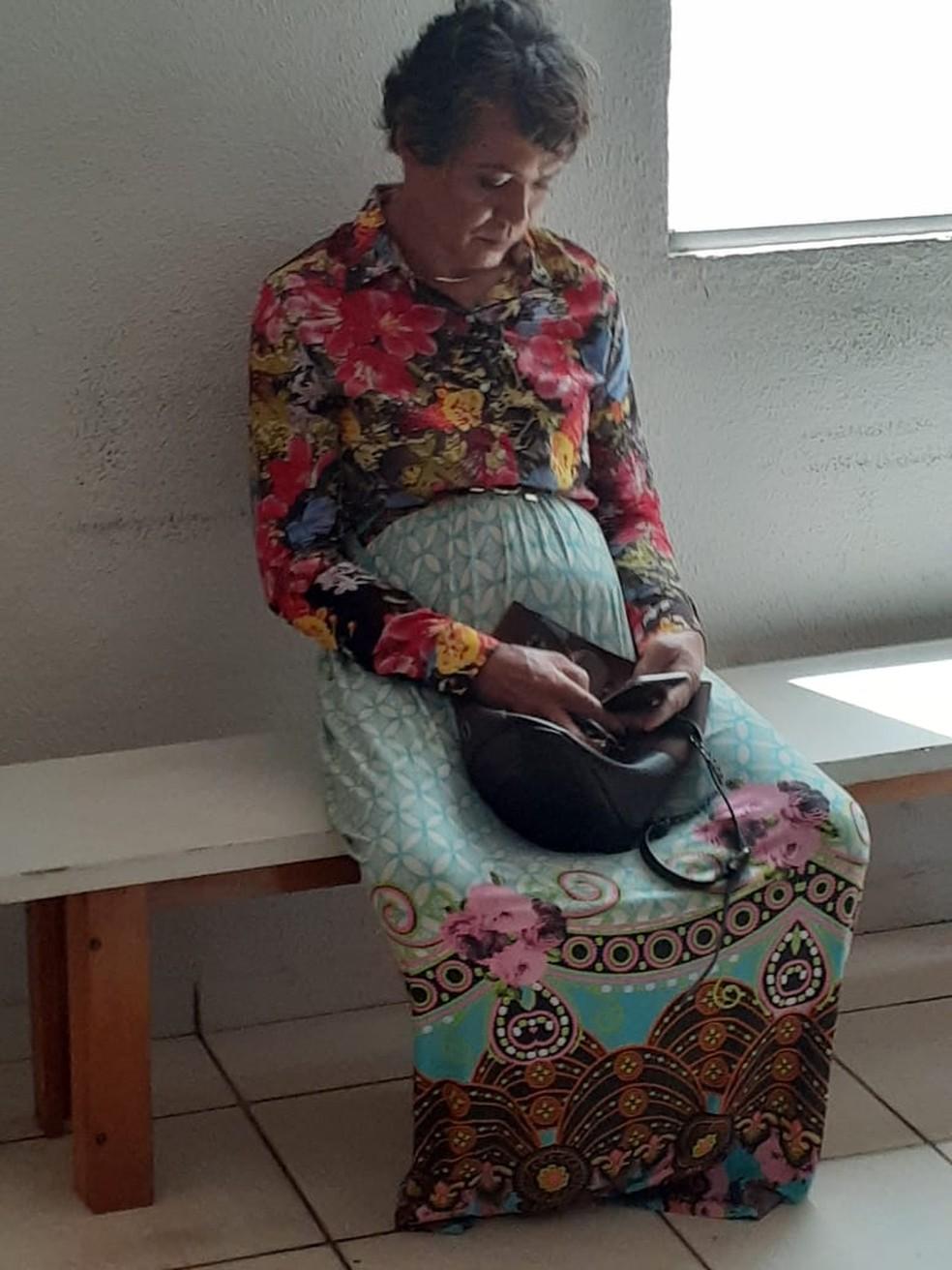 Mecânico estava maquiado e usava saia longa para tentar se passar pela mãe em prova do Detran — Foto: Divulgação/PM