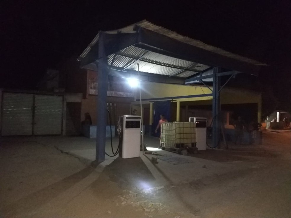 Dupla é presa por transportar e armazenar combustíveis ilegalmente, no interior do Ceará. — Foto: Divulgação/Polícia Civil