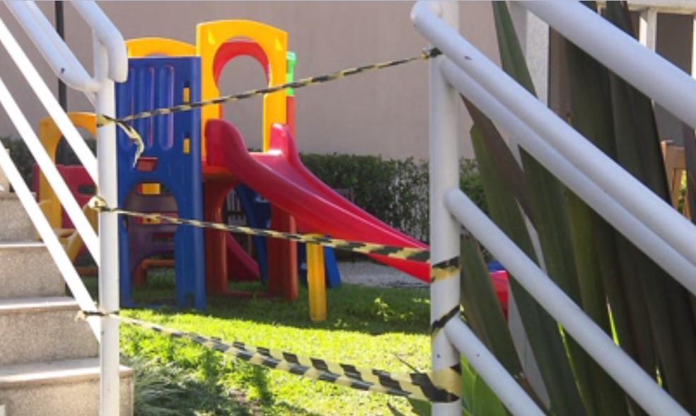 Salões de festa, churrasqueiras, brinquedotecas e parquinhos infantis devem continuar fechados — Foto: Reprodução/RPC