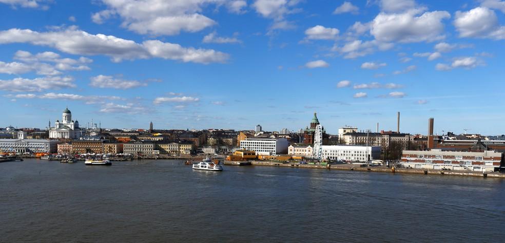 Vista de Helsinque, capital da Finlândia; país tem um dos mais altos PIBs per capita e é o 'mais feliz do mundo' — Foto: Ints Kalnins/Reuters