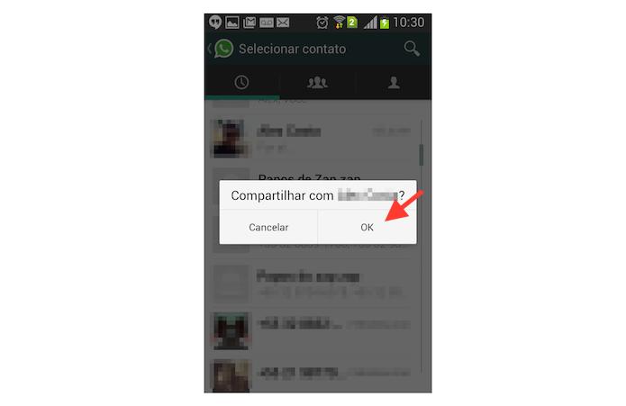 Confirmando o compartilhamento de uma página aberta no Chrome com um contato do WhatsApp (Foto: Reprodução/Marvin Costa)