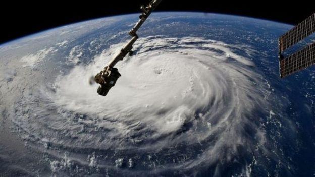Imagem mostra a tempestade do furacão Florence vista do espaço. A expectativa é que ela comece a tocar a terra a partir de quinta-feira (Foto: Reuters)