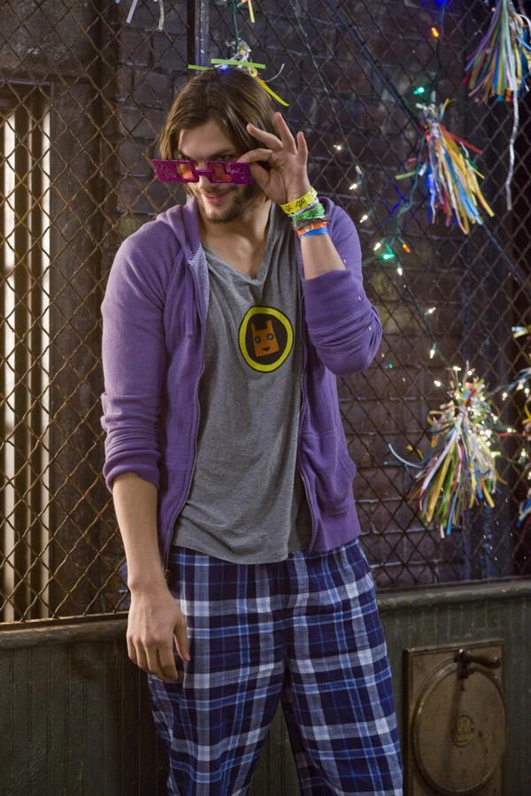 O ator Ashton Kutcher em cena do filme New Year's Eve (Noite de Ano Novo) (Foto: Reprodução/YouTube)