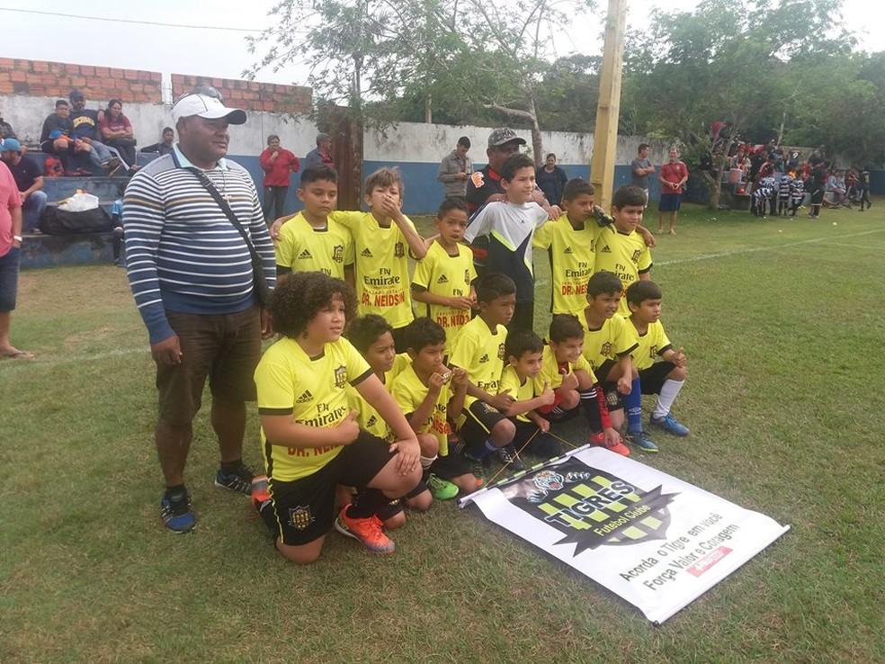 Sapo Neto comanda as categorias de base do Tigres da Fronteira (Foto: Júnior Freitas)