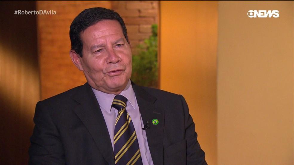 General Mourão, vice-presidente eleito, concede entrevista ao jornalista Roberto D'Ávila, na GloboNews — Foto: Reprodução / GloboNews