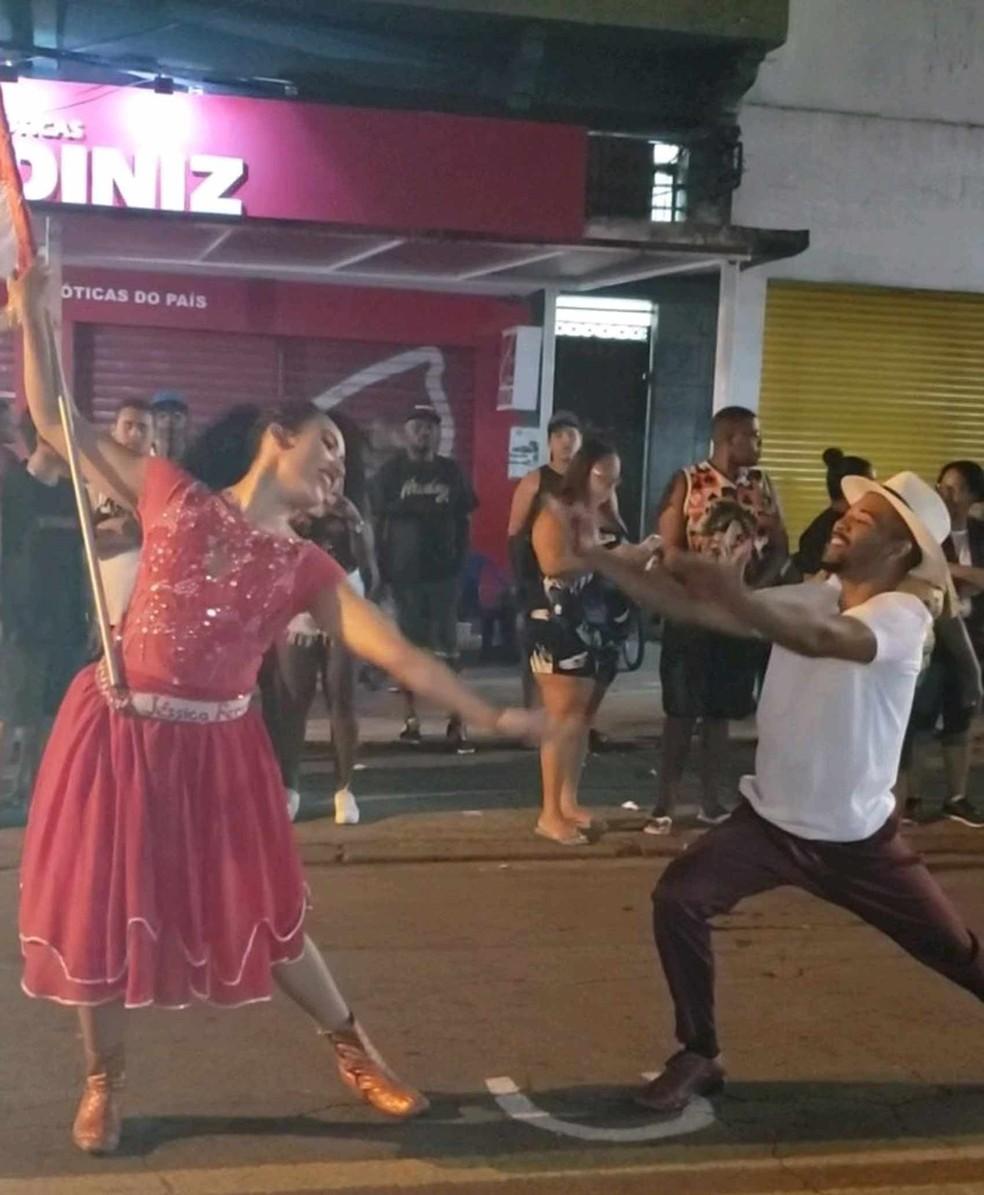 Ensaio de rua da Unidos de Padre Miguel, com o casal Vinícius e Jéssica, acontece nesta sexta-feira — Foto: Divulgação