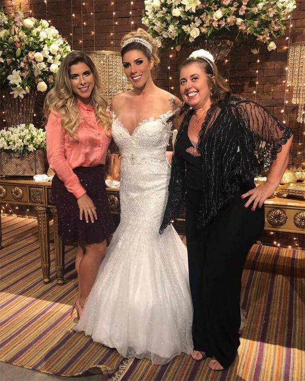 Tati Minerato com a irmã Ana Paula e a mãe, Regina (Foto: Reprodução)