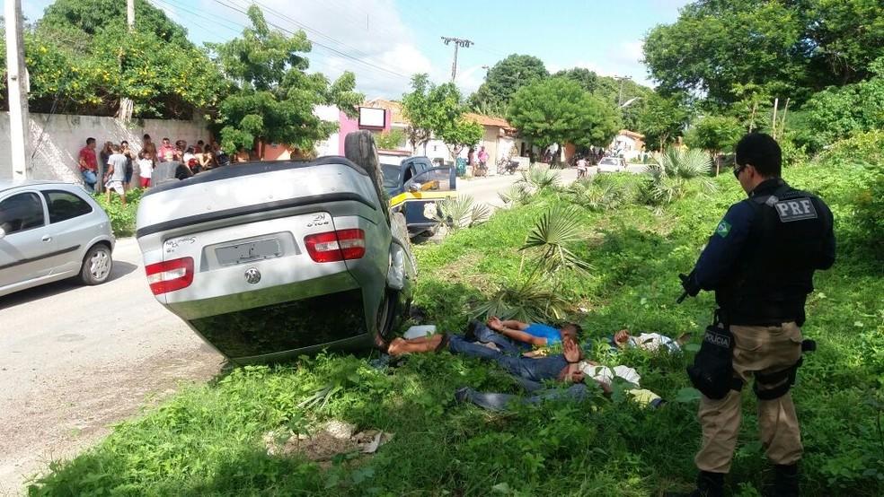 Quatro foram presos após perseguição da Polícia Rodoviária Federal (Foto: PRF/Divulgação)