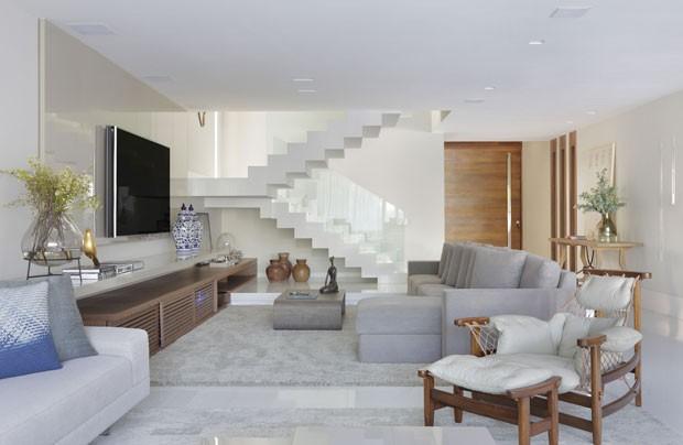 Com frescor carioca casa tem decora o pr tica e for Sala de estar funcional