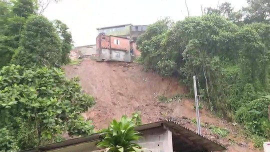 Quatro pessoas morrem em deslizamento de terra em Ribeirão Pires, SP