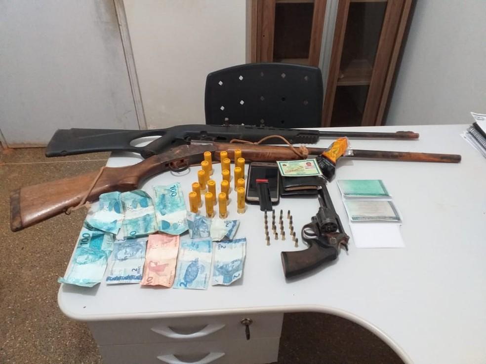 Armas apreendidas em Nova Maringá — Foto: Polícia Militar de Mato Grosso/Assessoria