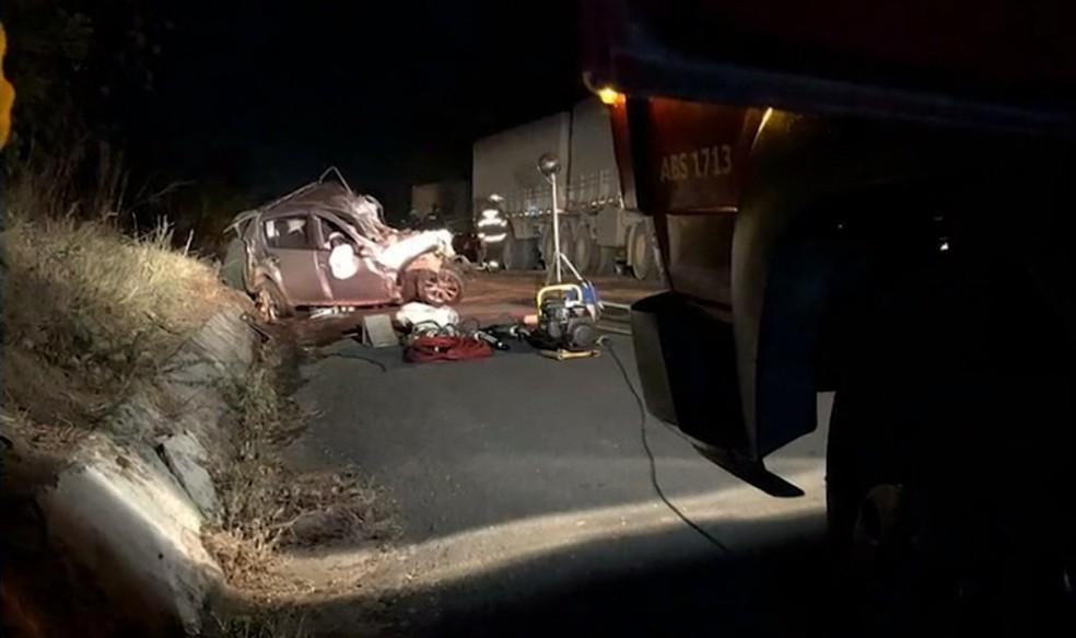 Acidente ocorreu no fim da tarde de sexta-feira (17), na BR-242 — Foto: Reprodução/TV Oeste