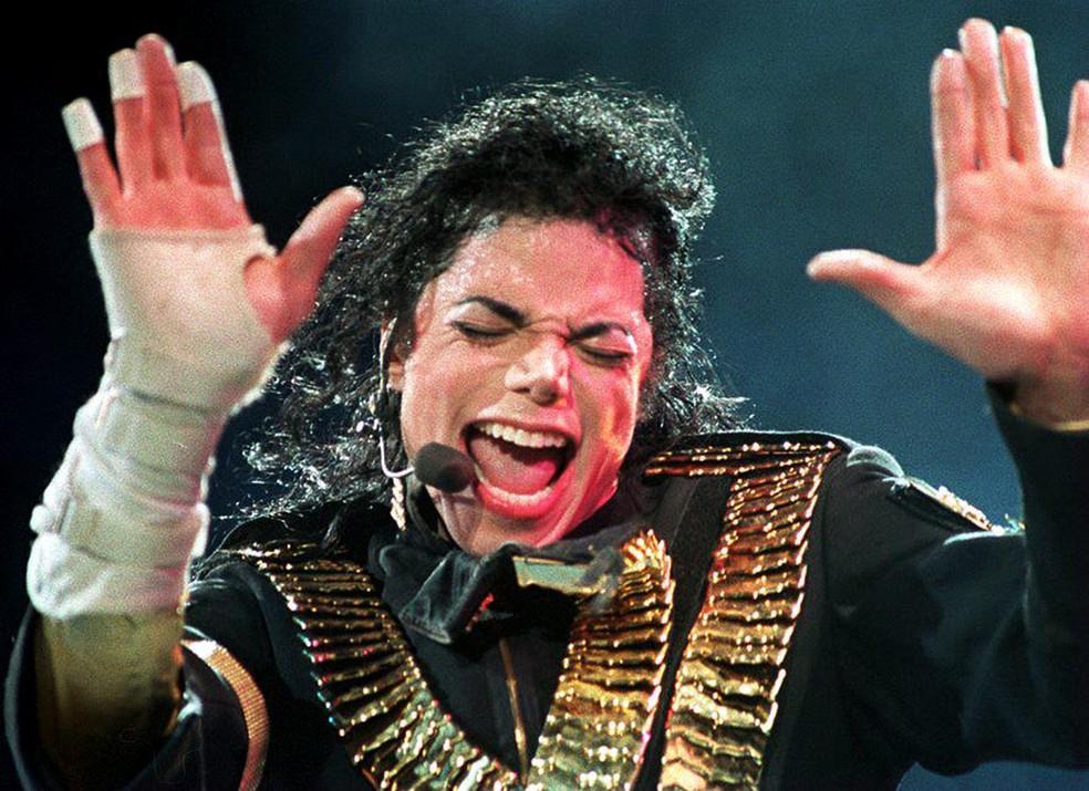 Michael Jackson durante apresentação em Singapura em 1993 — Foto: STR / AFP
