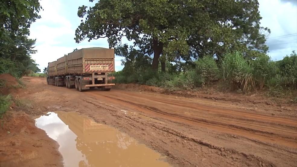 Chuvas intensas que caem na região complicam o tráfego na área. (Foto: Reprodução/TV Mirante)