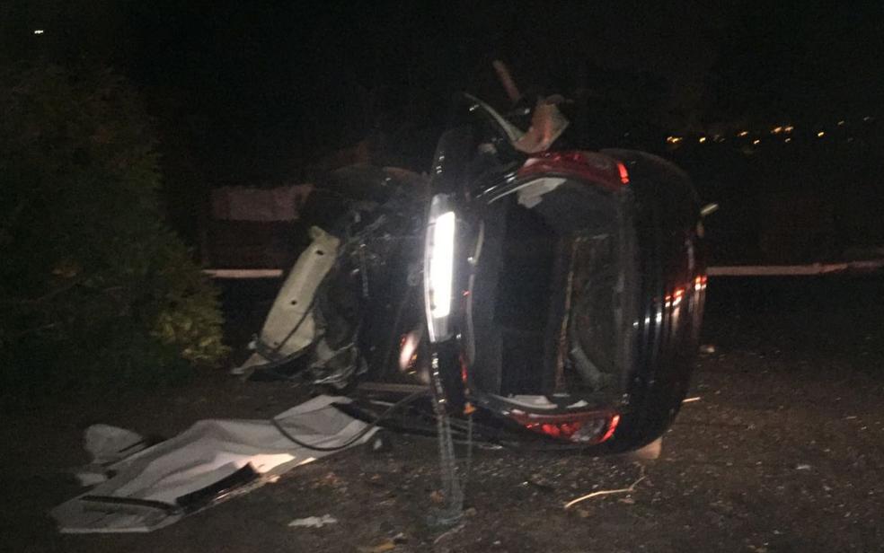 Carro ficou bastante destruído após impacto, em Goiânia, Goiás (Foto: Divulgação/Polícia Civil)