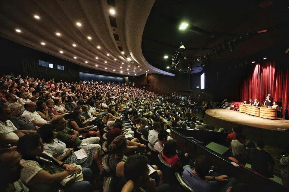 Primeiro encontro de ciclo de debates sobre 'golpe de 2016' reúne quase 1 mil pessoas na UFPR