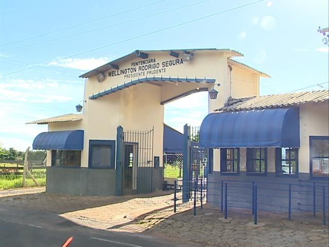 Presos do regime semiaberto pulam alambrado e fogem da Penitenciária de Presidente Prudente