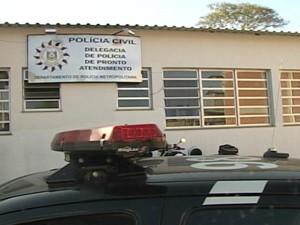 Jovem de 14 anos e professor que fugiram na sexta-feira (22) prestaram depoimento nesta tarde (Foto: Reprodução/RBS TV)