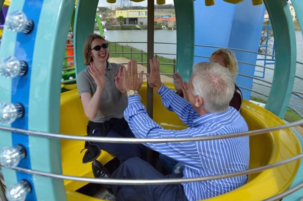 Morgan superou seu medo de brincar em algumas atrações (Foto: JERSTAD / GORDON HARTMAN FAMILY FOUNDATION)