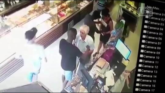 Ladrões assaltam padaria na Tijuca, se escondem em carro e fogem da PM; vídeo