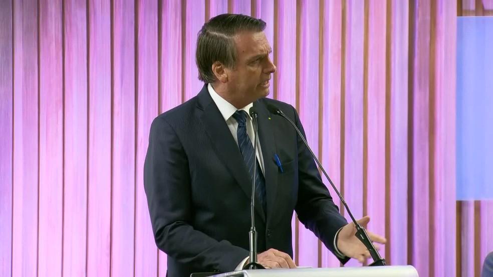 Bolsonaro recebe medalha na Firjan — Foto: Reprodução TV Globo